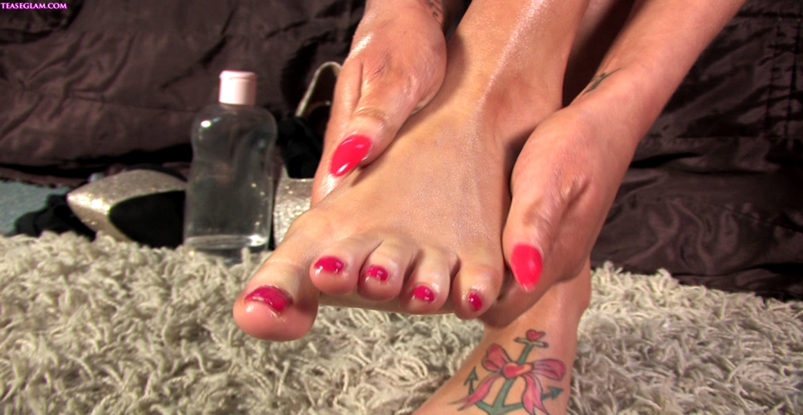 Becky oils her sexy toes and feet